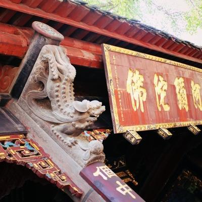 While learning Mandarin in China, students use free time to explore local attractions like a Buddhist temple.